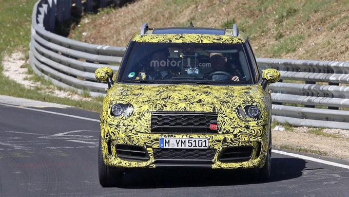 Mini Countryman JCW проверили в Нюрбургринге